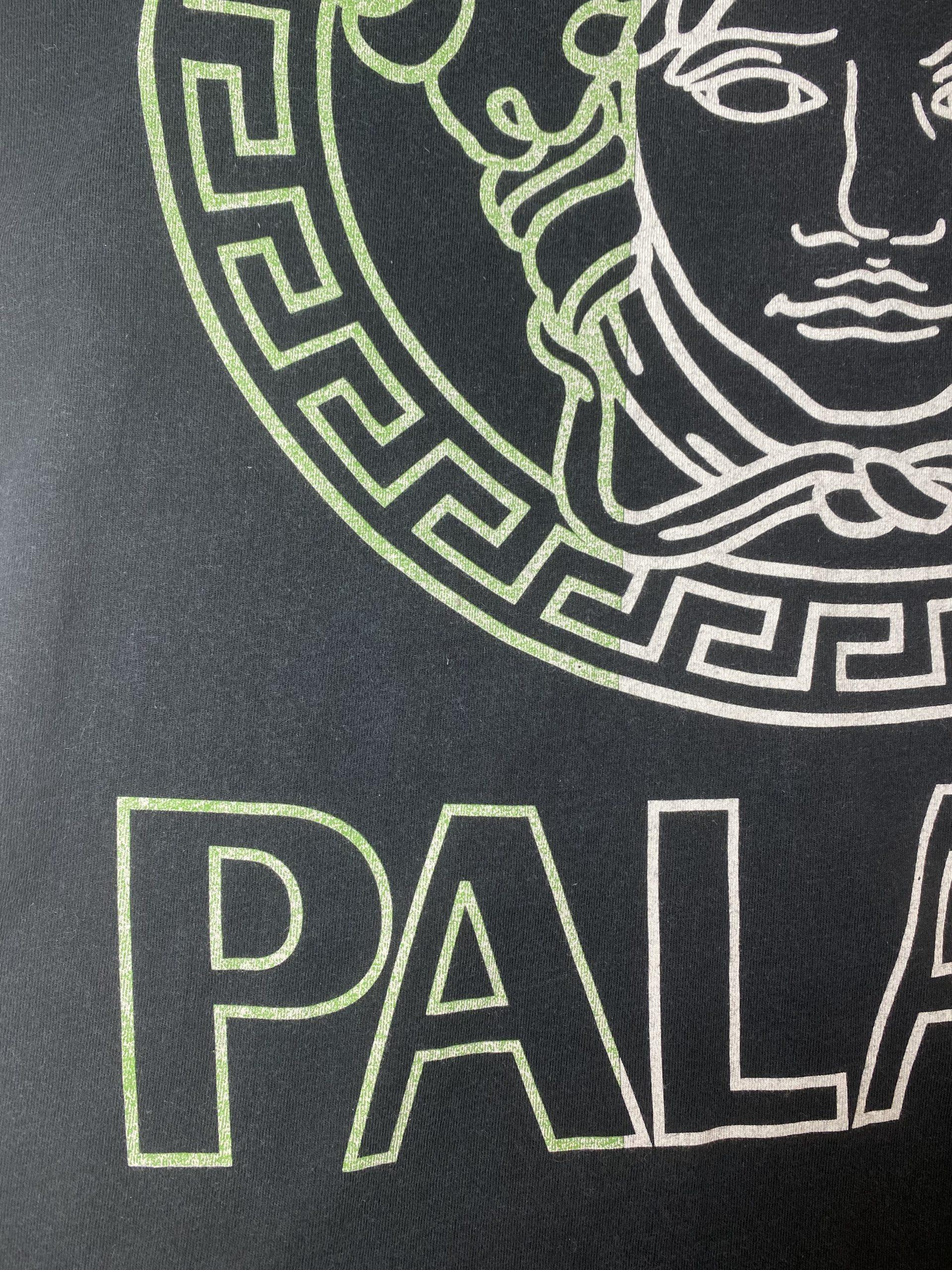 palace versafe tee black medium fading 1